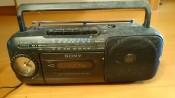 上柳アナウンサーの母が持っているラジオ