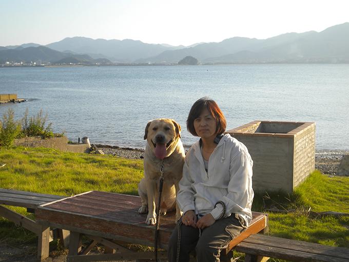 木村さんの奥様・弥生さんとペロ(w680)