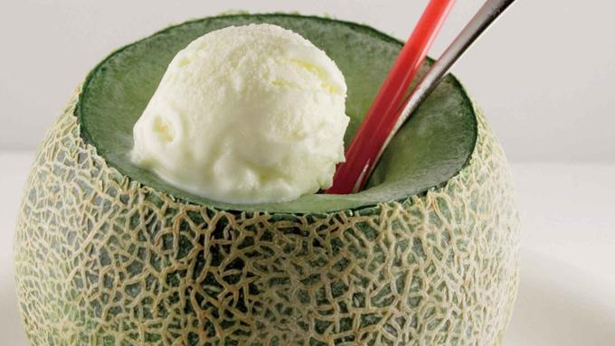 メロンまるごとクリームソーダ(いばらき食文化研究会)