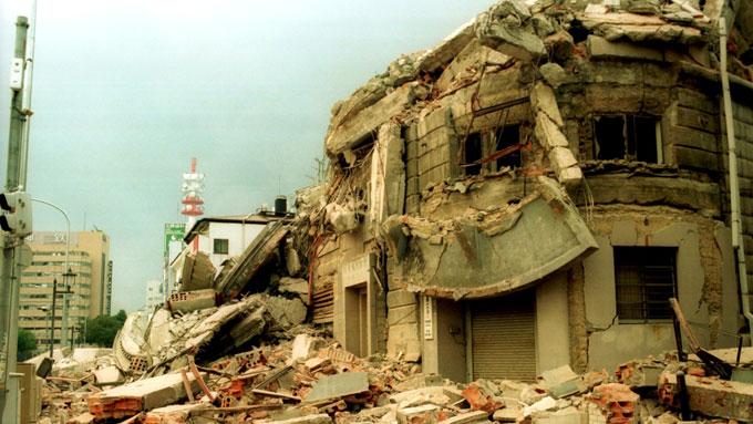 阪神淡路大震災 倒壊した幸福相互銀行
