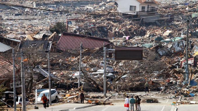 東日本大震災 町が大津波におそわれ、がれきの山と化した陸前高田市街地=20110313午前岩手・陸前高田市