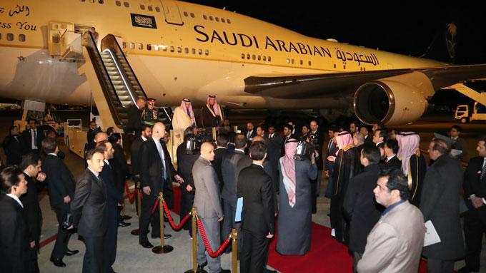 サウジアラビア・サルマン国王来日羽田空港に到着=20170312 写真提供:産経新聞社