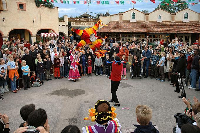 1024px-Piñata(w680)