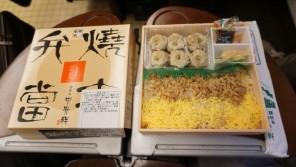 鳥栖駅「焼売弁当」(740円)~酢醤油でいただく西のシュウマイ弁当!【ライター望月の駅弁膝栗毛】