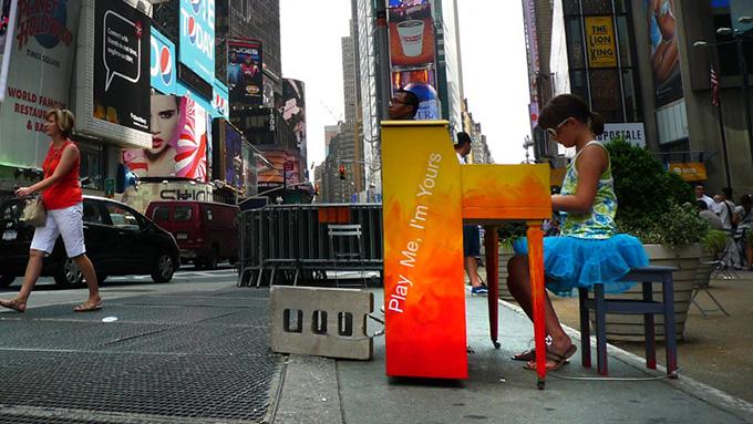 街角に置かれているピアノの正体は?