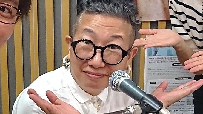 52歳でCDデビュー秦万里子 即興ソングでお悩み相談