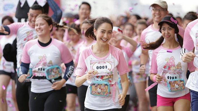 全員キティちゃんのTシャツでマラソン?
