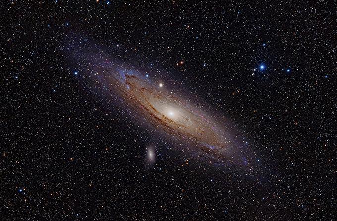 隣のアンドロメダ銀河まで光の速...