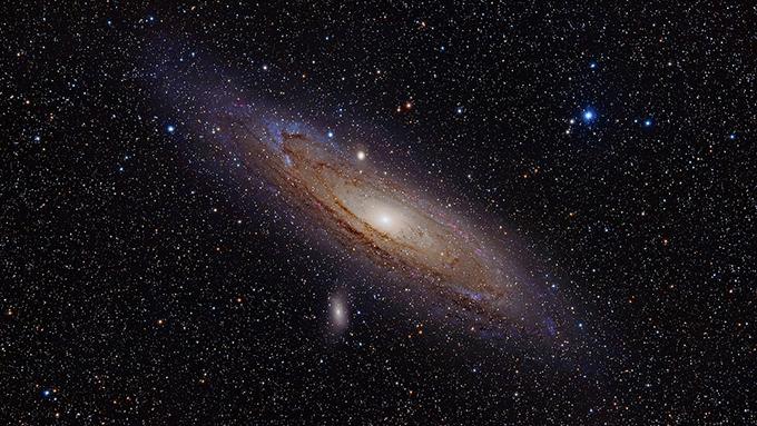 隣のアンドロメダ銀河まで光の速さでどれくらい?