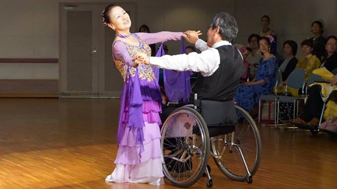 車いすダンスを地元・宮城で普及させようと 協会を設立した主婦のストーリー
