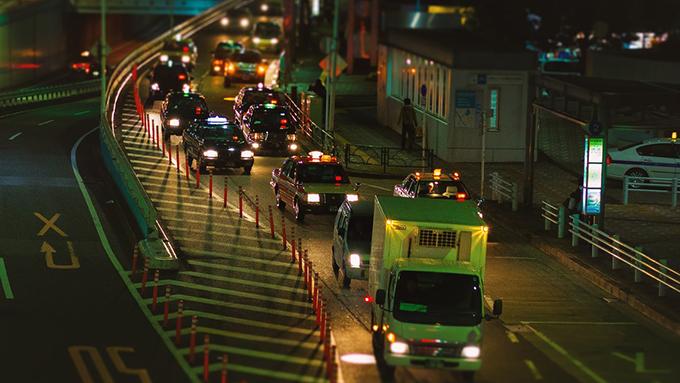 渋滞にも科学!人間の心理を巧みに利用した渋滞対策の数々!