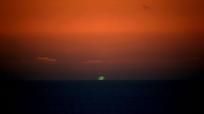 どうして色が見えるの?光の不思議から緑色の空まで