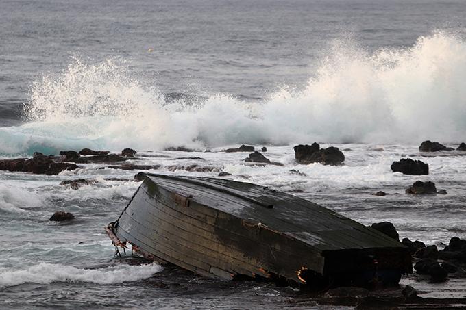 北朝鮮 木造船 漂流