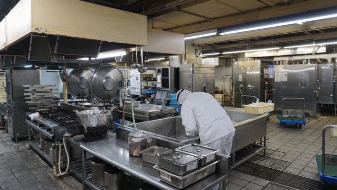 まねき食品 煮物 調理場