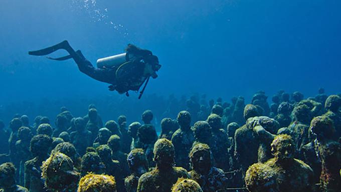 一度は行ってみたい! 海底美術館の凄さとは?