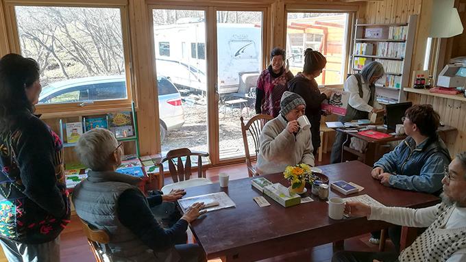 小さな町だから助け合わないと…力を合わせて生まれ変わった北海道浦河町「森の六畳書房」