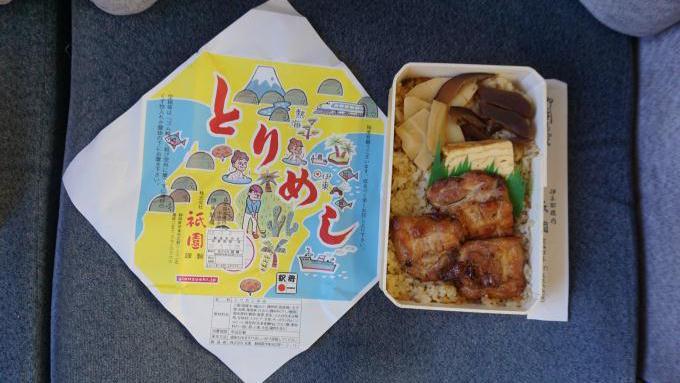 伊東駅「とりめし」(800円)~首都圏最後の国鉄形・185系電車「踊り子」
