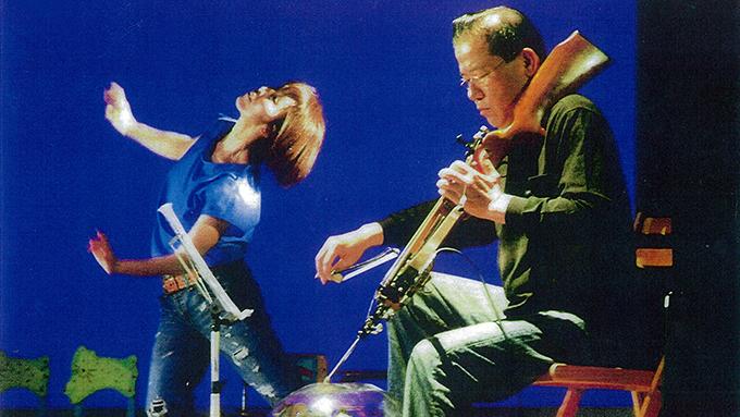 ボウガンなど武器を弦楽器に改造して全国を演奏して廻っている男のストーリー