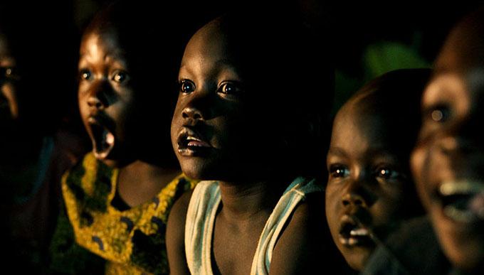 アフリカの電気のない村に光を届けたい