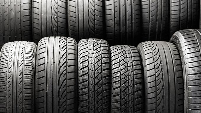 タイヤの寿命の見分け方 法律違反にならないために大切な「スリップサイン」