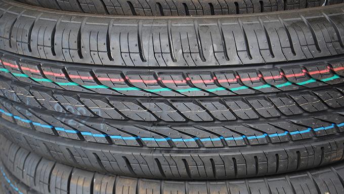 タイヤの溝・トレッドパターンの形と性質 あなたのタイヤは何型?