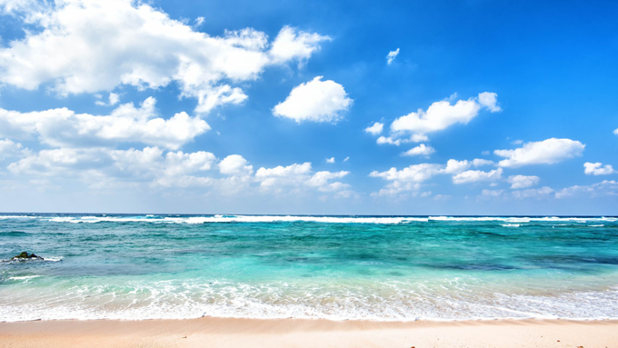 夏の海辺で披露したい豆知識 「なぜ海は青いのか」の驚きの理由