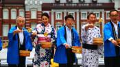 東京駅と皇居を結ぶ行幸通りで日本の夏の知恵、打ち水イベント開催!