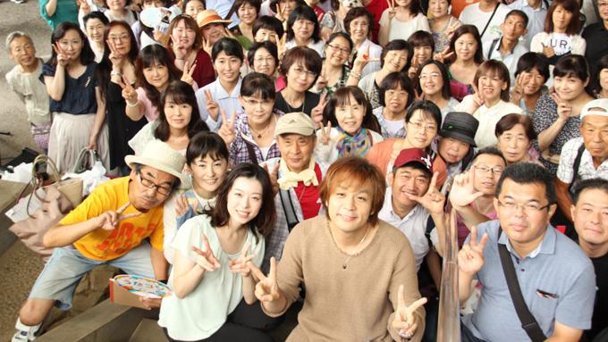 取材当日のゲストは藤澤ノリマサさん。中継に参加された皆さんと集合写真
