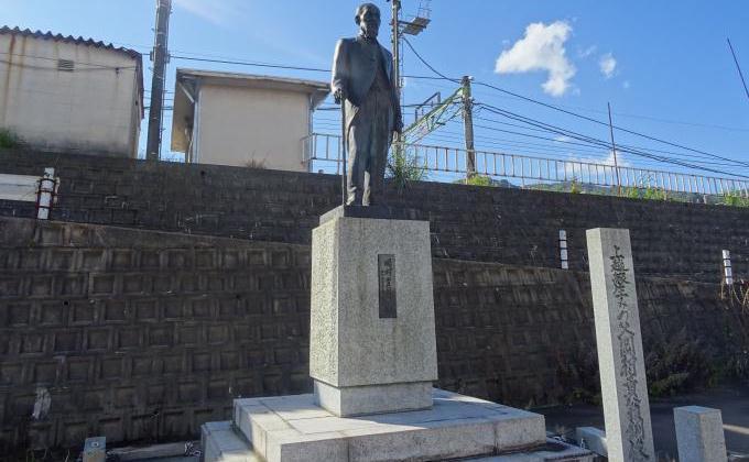 石打駅の岡村貢像
