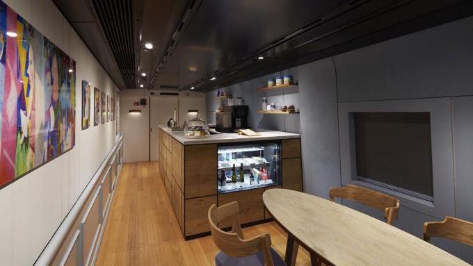 現美新幹線13号車,カフェスペース