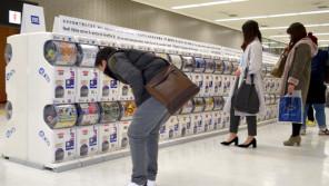 外国人旅行者に大人気!成田空港はガチャガチャで溢れている!?【ひでたけのやじうま好奇心】