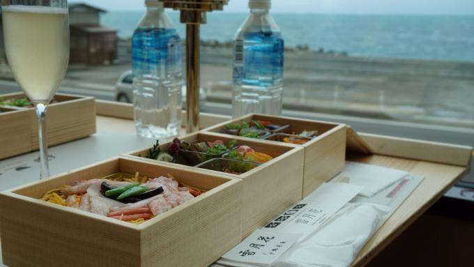 bl170327-11(鶴来家の弁当と日本海)