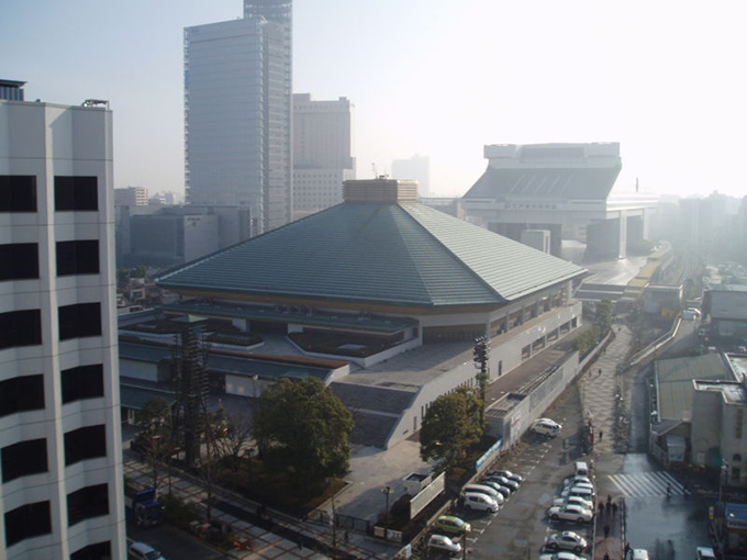 800px-Ryogoku_Great_Sumo_Hall(w680)