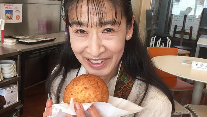 カレーパンを愛しすぎてる?!カレーパン博覧会を開催する佐藤絵里さん