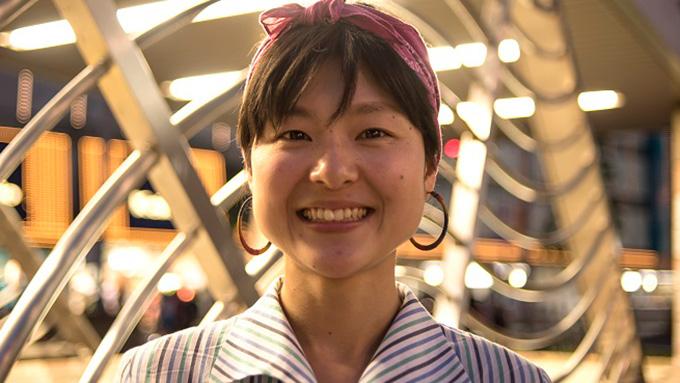 東京で今日も一人芝居 膠原病に襲われながらも夢を諦めない女性