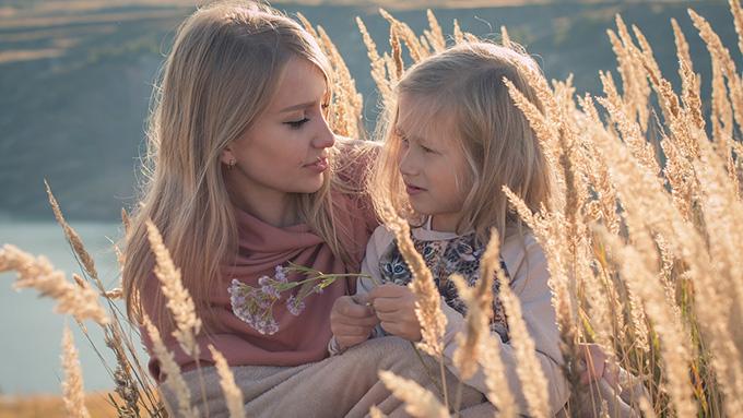 """""""毒母""""は愛情が強く子供にとって害になる?"""