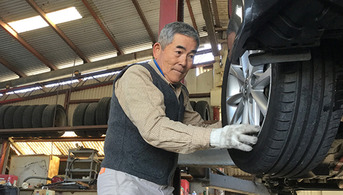 自動車整備ひとすじ50年 病気を克服して現役で活躍する整備士さんのストーリー