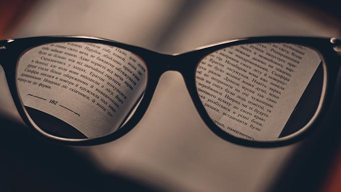 """年齢層広がる使用者、進化する機能・技術、眼鏡業界を席巻する""""老眼鏡""""の今!"""