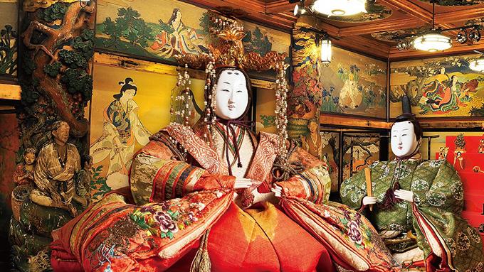 有形文化財「百段階段」に日本各地の時代雛500体 百段雛まつり