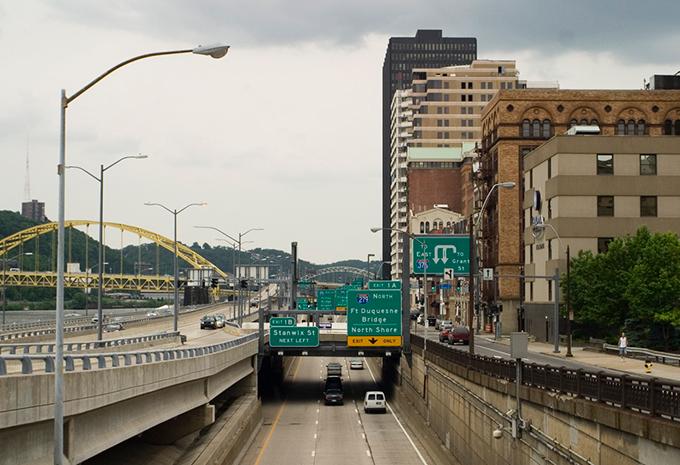 ピッツバーグ ダウンタウン モノンガヘイラ川 フォート・ピット橋