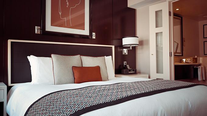 ベッドの足元に布が敷いてある理由は? 知ってびっくりホテルのベッドの雑学