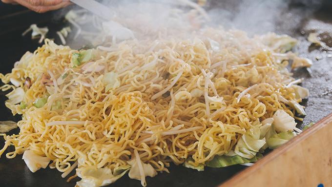 東日本と西日本でこんなに違う焼きそばのレシピ