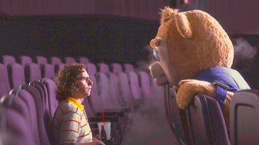"""""""しゃべるクマ映画""""に新たなる名作が誕生! 『ブリグズビー・ベア』"""