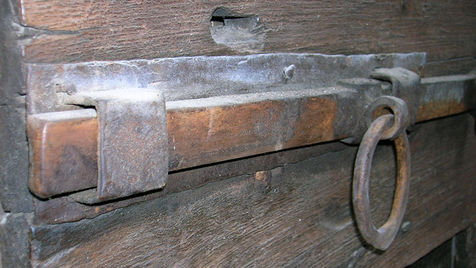 世界最古の鍵『エジプト錠』は外見だけでは開け方がわからない