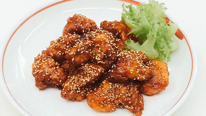 おつまみとして手軽に作れる韓国料理「ヤンニョムチキン」のレシピ