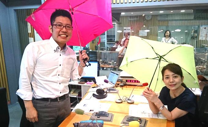 スマホ自撮り棒になる傘は女子高生がヒント?