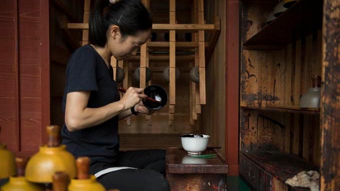 漆に魅せられ福井に移住、「漆琳堂」で塗師を目指す女性のストーリー