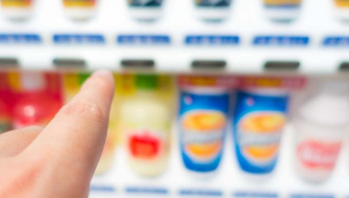 """自販機で""""常温""""の飲み物が売られているワケ"""