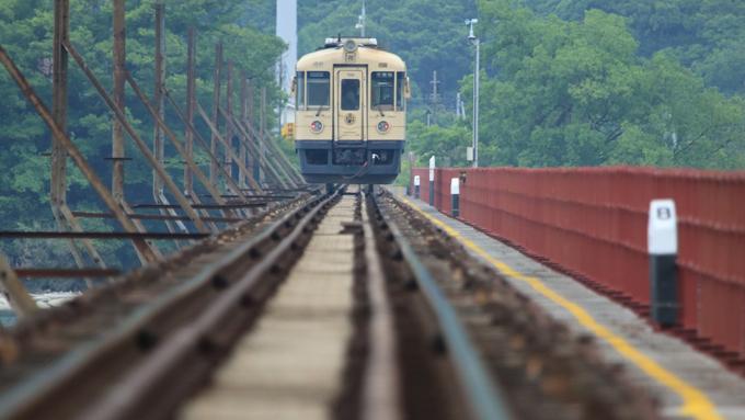 車は右ハンドルなのに! 日本の電車の運転席が左側な理由