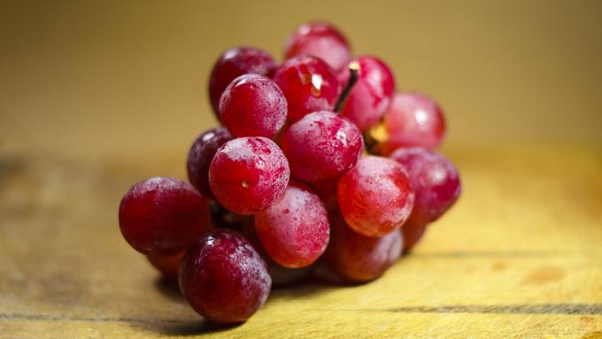 ブドウの豆知識 皮についている白い粉は農薬じゃない!